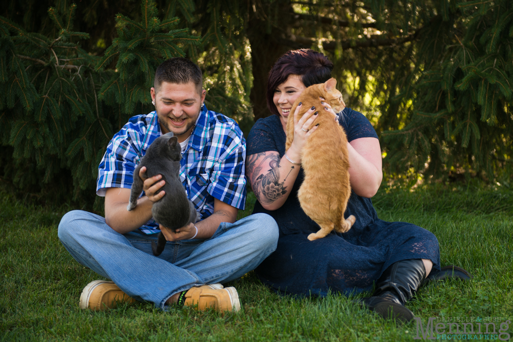Kelsey_Cliff_White-House-Fruit-Farm_Country-Fall-Engagement-Session_Youngstown-OH-Photographers_0002