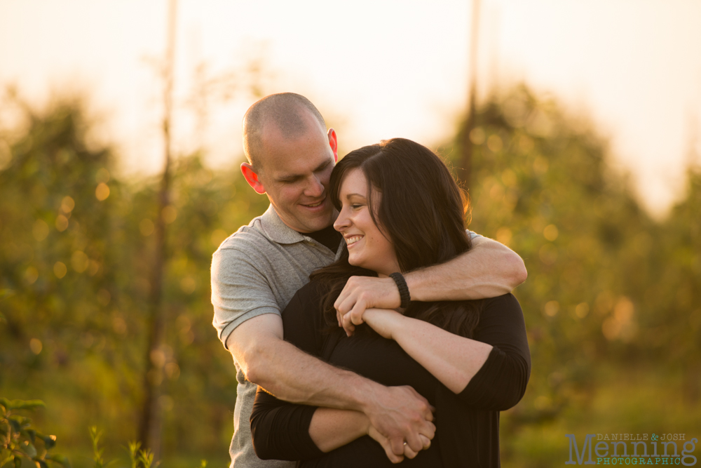 Lauren_Jordan_Peace-Valley-Orchard-Engagement-Session_Youngstown-OH-Wedding-Photographers_0053