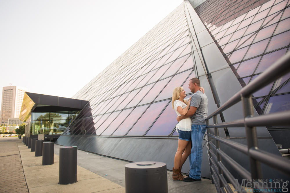 Tess_Dennis_Voinovich-Park_9th-Pier_E-4th-Street_Cleveland-OH_Youngstown-OH-Wedding-Photographers_0007