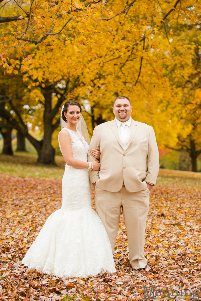 wedding photos in fall foliage